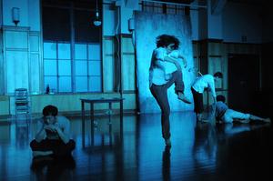 演劇計画2009 白井剛演出作品『静物画 - still life』 photo: Ayako Abe