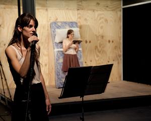 ロラ・アリアス『憂鬱とデモ』 photo: Lorena Fernandez